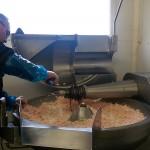 Ajout de ferment pour faire naître les bactéries nécessaire à la création du saucisson