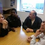La visite s'achève autour d'un café afin de mieux connaître le parcours de Roland Denoual et connaître les aspirations des jeunes.
